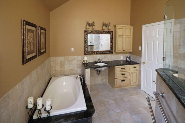 accessible bathroom that still looked like a beautiful master bath  | 740 x 493 · 48 kB · jpeg | 740 x 493 · 48 kB · jpeg